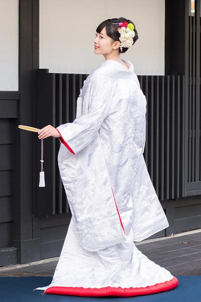 白無垢 裏紅 刺繍 雲霞に鶴