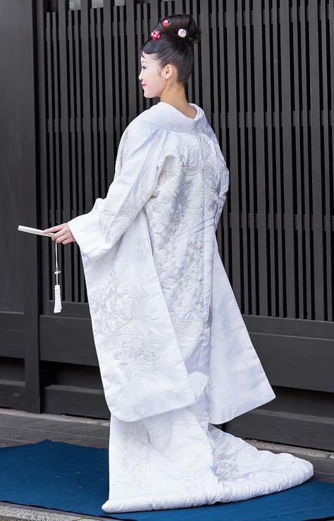 白無垢-生成り色糸刺繍ビジュー菊花車