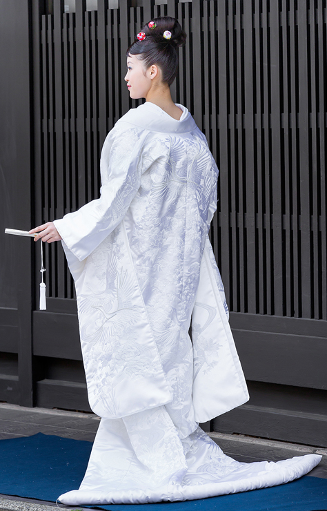 白無垢-刺繍ビジュー四季草花流水飛翔