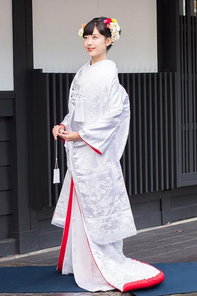 白無垢 裏紅 刺繍 霞雲に鶴